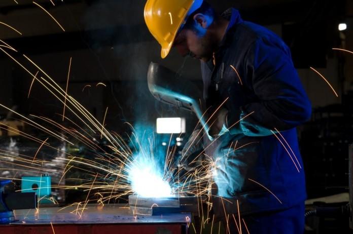 Downturn in UK manufacturing continues